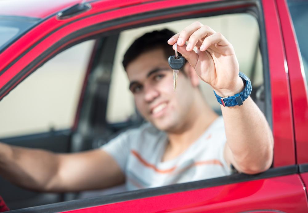 No dejes las placas de tu auto en un vehículo que ya vendiste