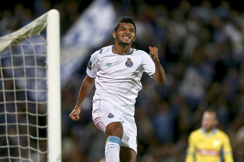 Tecatito tiene el mejor debut en el Oporto desde el 2000
