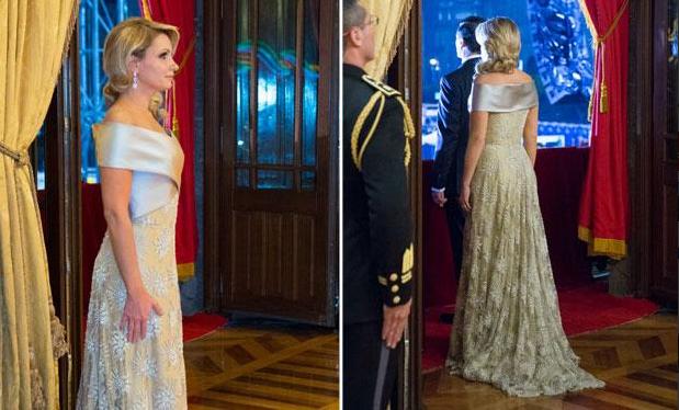 """Vestido """"patriótico"""" de Angélica Rivera causa revuelo por su alto costo"""
