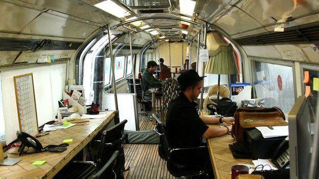 oficina tren dentro