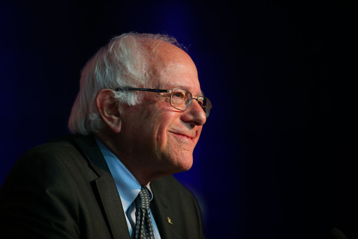 Campaña de Bernie Sanders se lanza tras latinos de Nevada