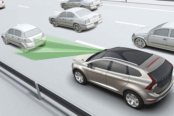 Frenado automático vendrá por default en autos 2016