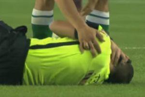 Árbitro sufre una dura falta en el fútbol de Argentina (VIDEO)