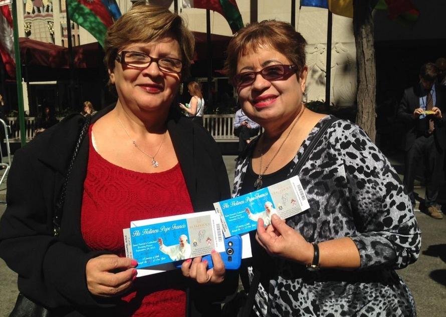 Las amigas ecuatorianas Teresa Rosera y Linda Villegas estarán dentro de la catedral.