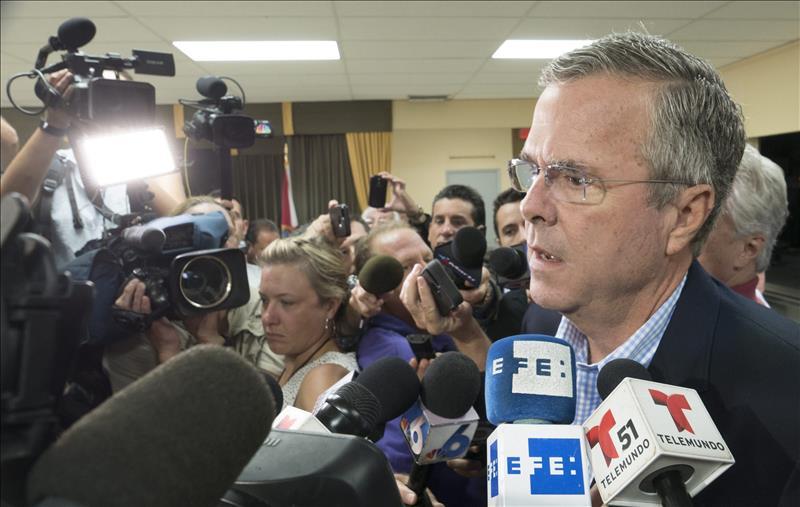Bush defiende la vía legal para indocumentados y rechaza línea dura de Trump