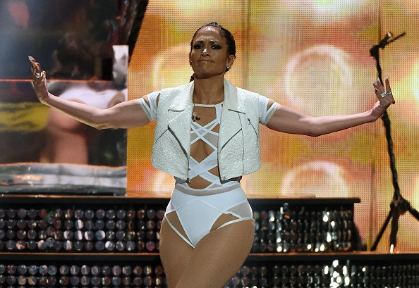 Mira a Jennifer López cantando en traje de baño (FOTOS/VIDEOS)