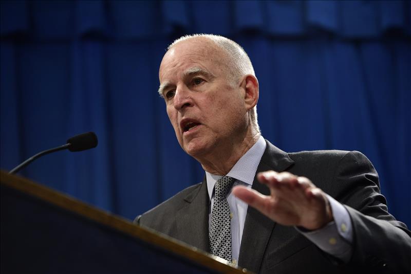 Gobernador Jerry Brown se reconcilia con los Clinton y apoya a Hillary