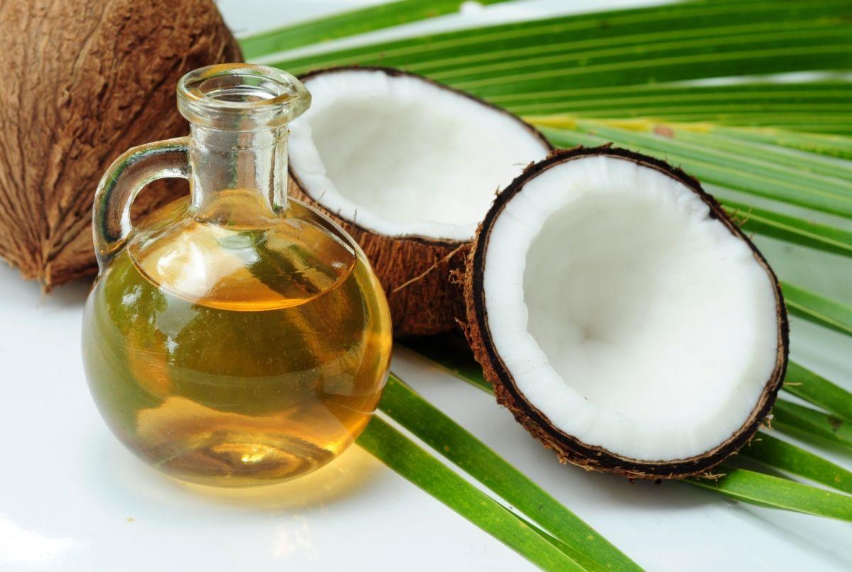 El aceite de coco es un ingrediente versátil que beneficia la salud del corazón.