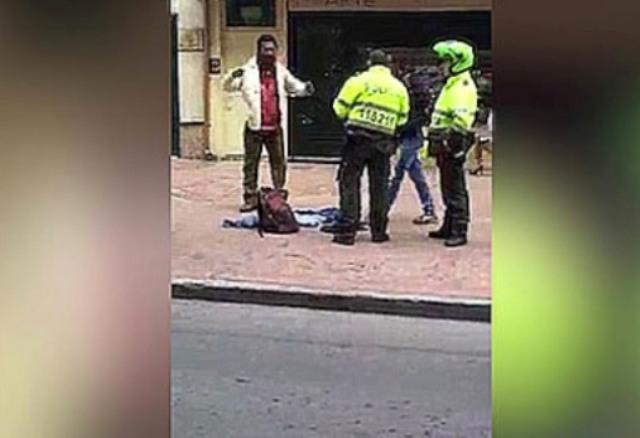 VIRAL: Colombiano enfurecido acusa a policías de detenerlo por ser negro (VIDEO)