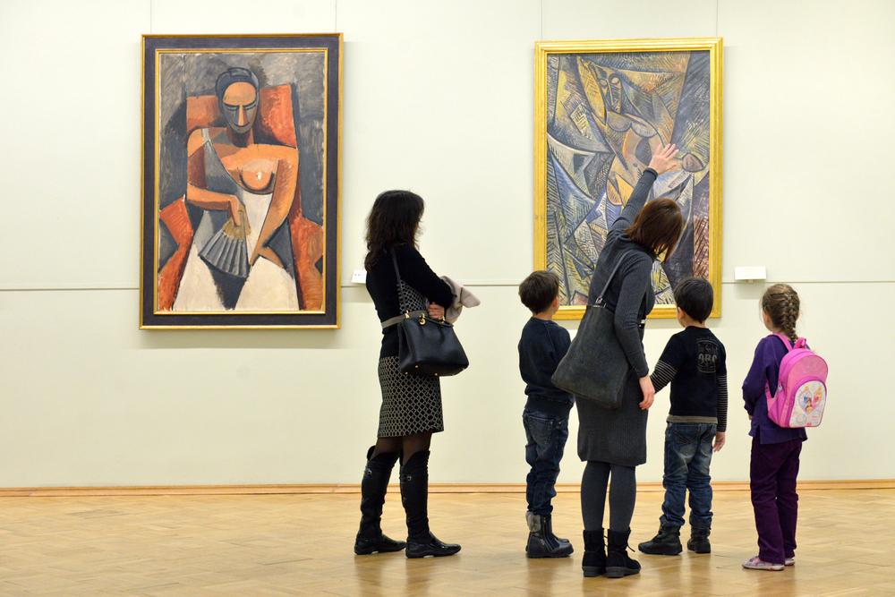 Los niños expuestos a manifestaciones artísticas desde una temprana edad desarrollan habilidades de comunicación y pensamiento crítico.