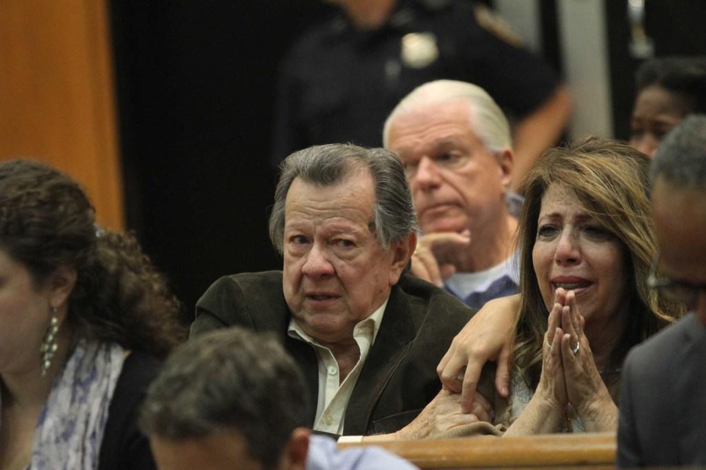 La madre de Johnny Hincapié, María, reacciona tras conocer la decisión del juez.