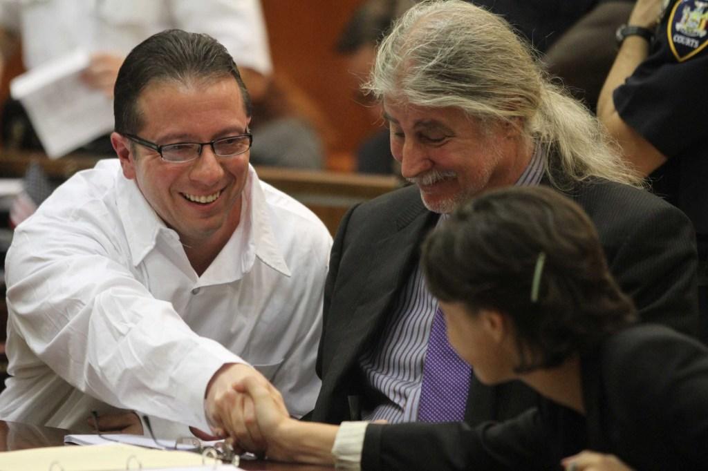 Hincapié agradece a sus abogados por darle la oportunidad de tener un nuevo juicio.