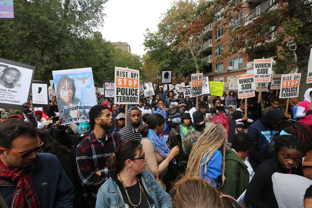 Protesta contra brutalidad policial. Foto Credito: Mariela Lombard / El Diario.