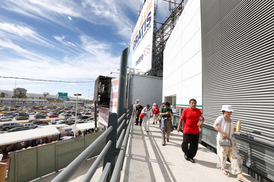 """Trump promete puertas """"grandes"""" y """"bonitas"""" en el muro con México"""