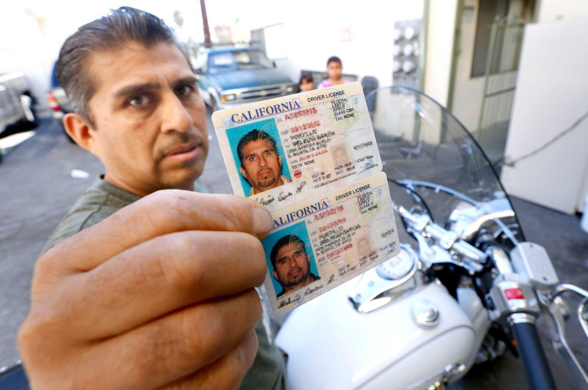 Ley AB60: Inmigrantes conducen autos y también motocicletas