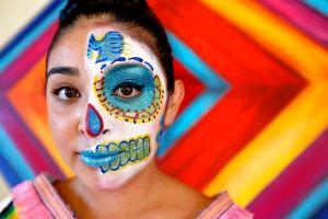 Día de Muertos, entre la tradición y lo comercial