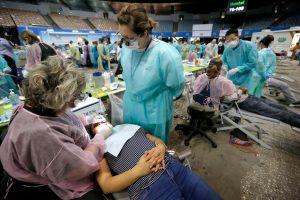 Salud para todos: Inicia megaclínica gratuita en Los Ángeles