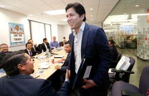 Kevin de León, un verdadero líder progresista surgido desde las trincheras de la pobreza