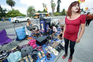 Victoria de Trump revive esfuerzo por legalizar a vendedores de las aceras de Los Ángeles