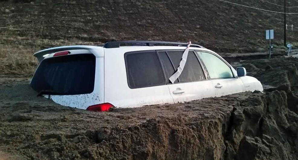 ¿Tu coche quedó atascado en lodo sobre la autopista 5?