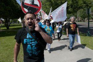 Organizaciones proinmigrantes anuncian que apelarán decisión sobre la SB1070