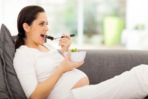 ¿Qué alimentos debo consumir para propiciar el embarazo?