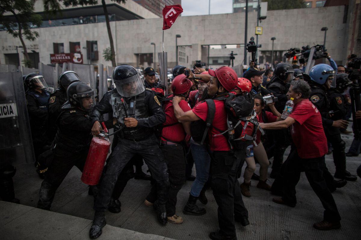 """México: Embajador de EEUU reportó """"mano dura"""" contra normalistas desde 2011"""