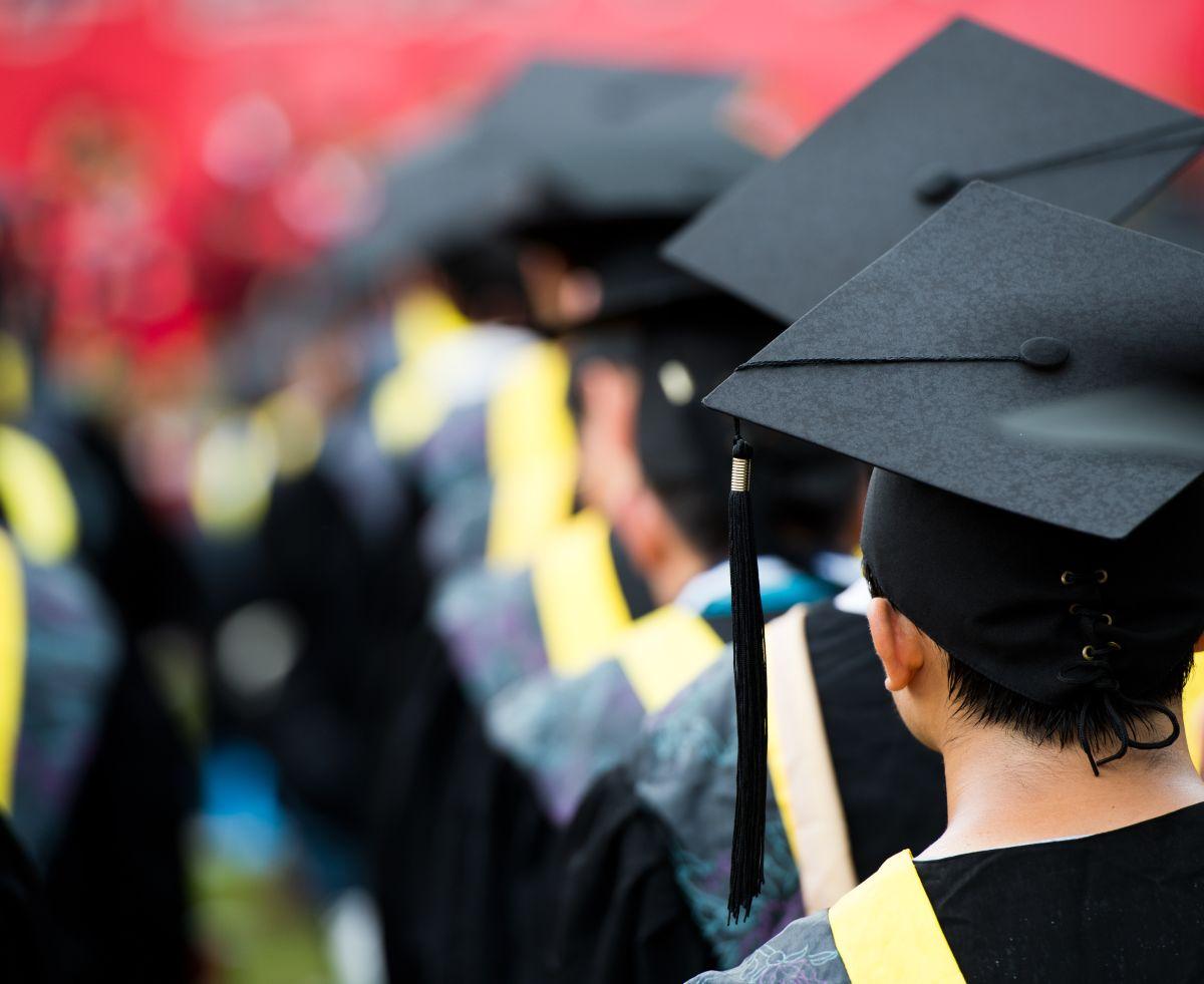 Un título universitario ya no es garantía de ascenso social: los egresados más jóvenes en Estados Unidos ganan menos que sus padres