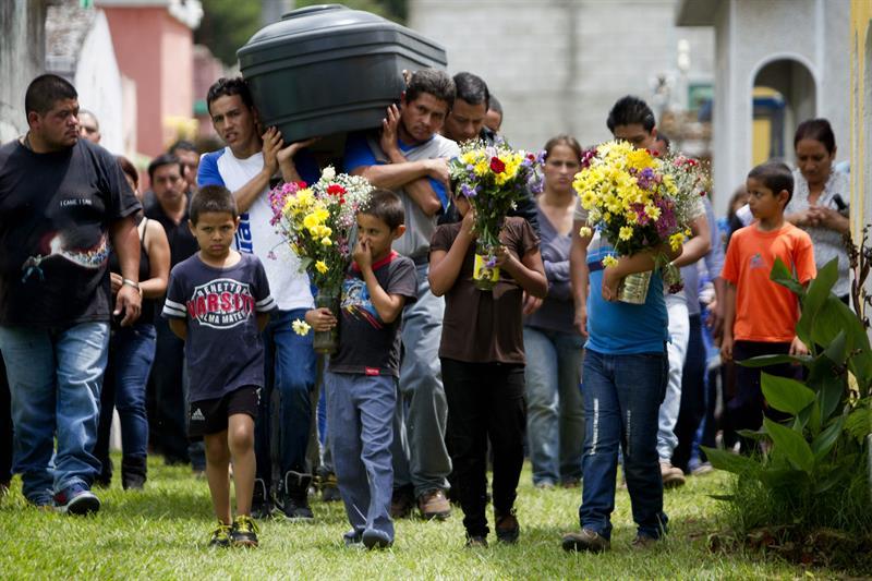 Autoridades contabilizan más de 131 muertos en alud en Guatemala (VIDEO)
