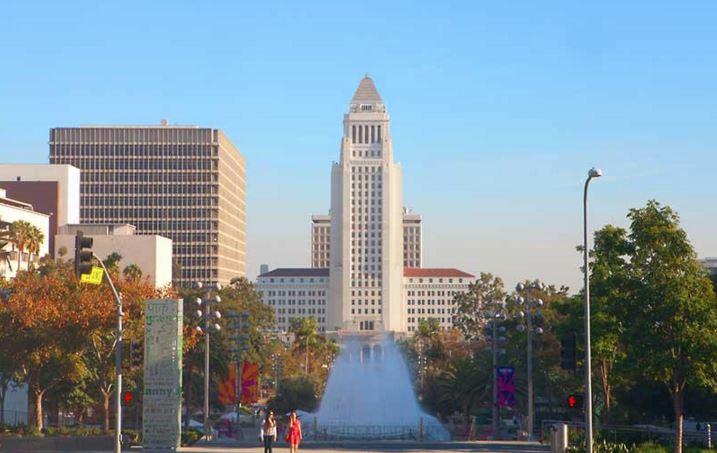 Retiro le pisa los talones a la fuerza laboral pública de LA