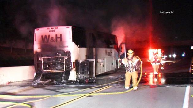 En el bus viajaban unas 40 personas, quienes lograron salir del vehículo a tiempo