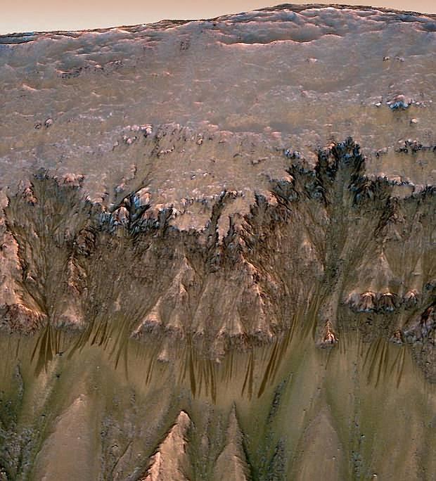 Foto de barrancos en Marte.
