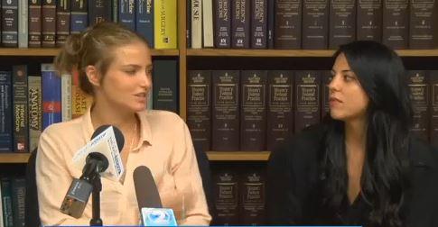 Pareja lesbiana es arrestada por darse un beso en público