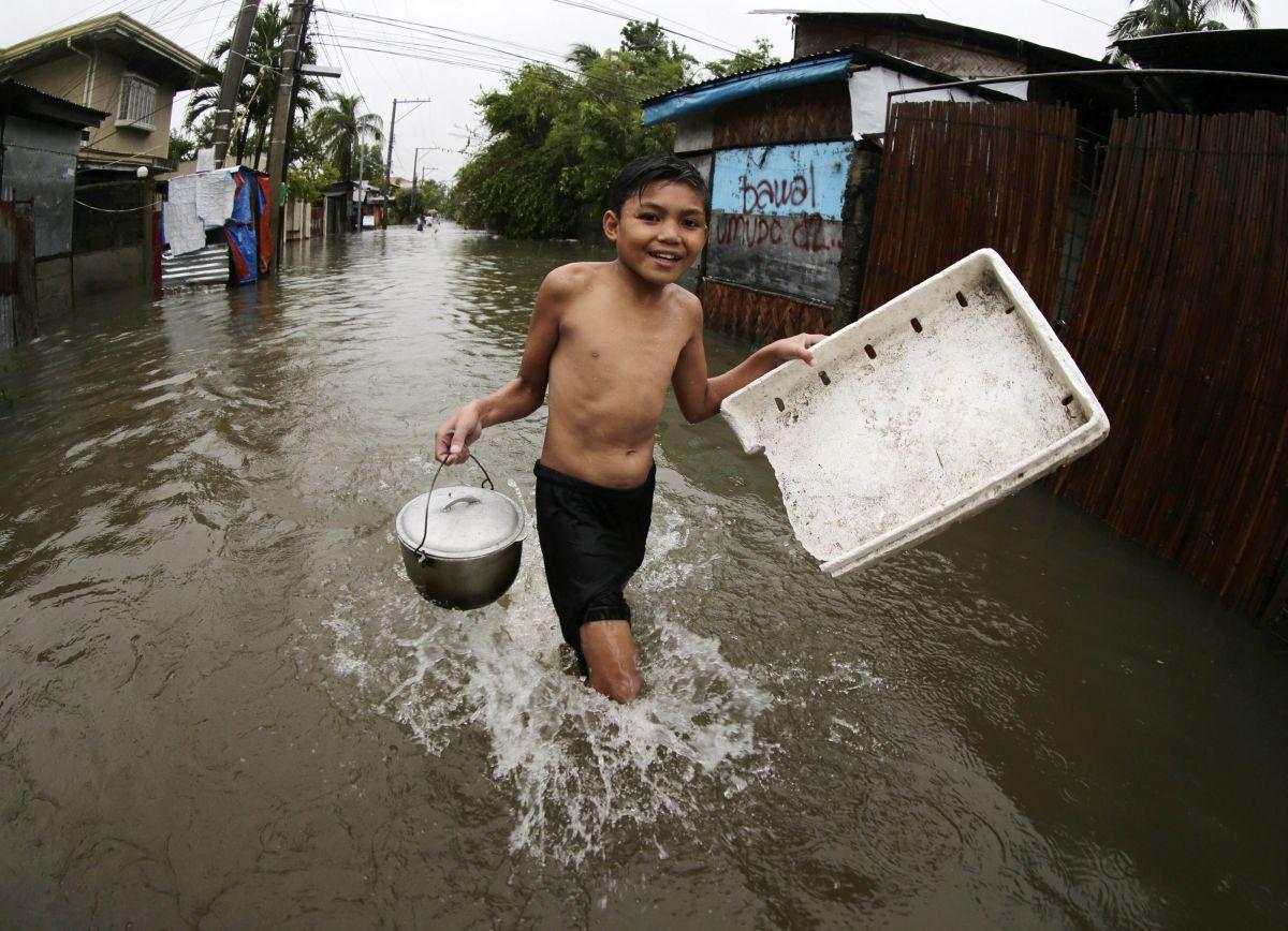 Miles de evacuados por el tifón Koppu