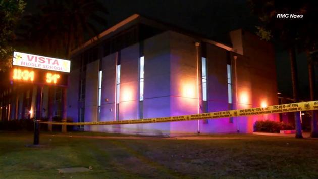 Muerto de un tiro frente a escuela en Panorama City