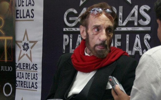 El primer actor Germán Robles estuvo como invitado de honor en la exposición fotográfica Uter Tarot.