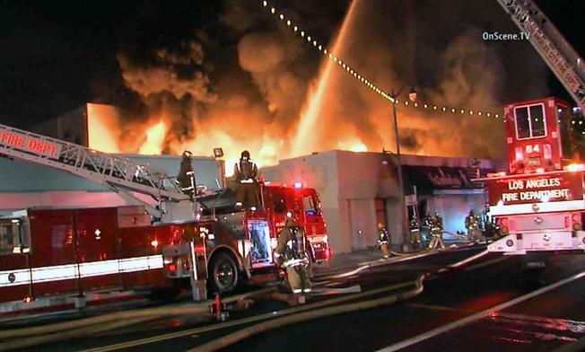 Cierran calles en San Pedro tras apagar incendio