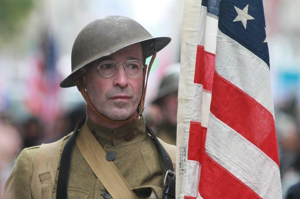 La Parada de los Veteranos en Manhattan con el Grand Marshall Robert M. Morgenthau, veterano y fue el Abogado de Districto de Manhattan por mas de 30 años, retirandose en el 2009. Foto Credito: Mariela Lombard / El Diario.