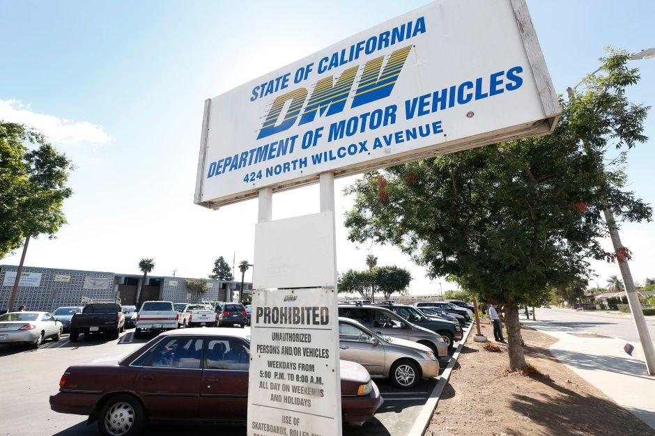 La directora del DMV California se retira en medio de controversias