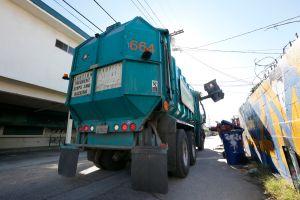 Recolector de residuos recibirá $17 millones como indemnización por acoso laboral