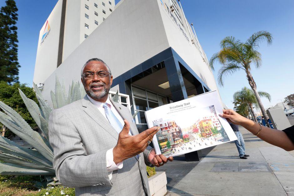 Apuestan a grandes proyectos para abatir desempleo en Sur Los Ángeles