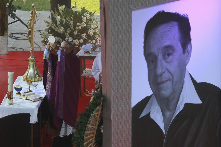 Dos días después de su muerte se celebró un funeral abierto al público en el Estadio Azteca de la Ciudad de México.