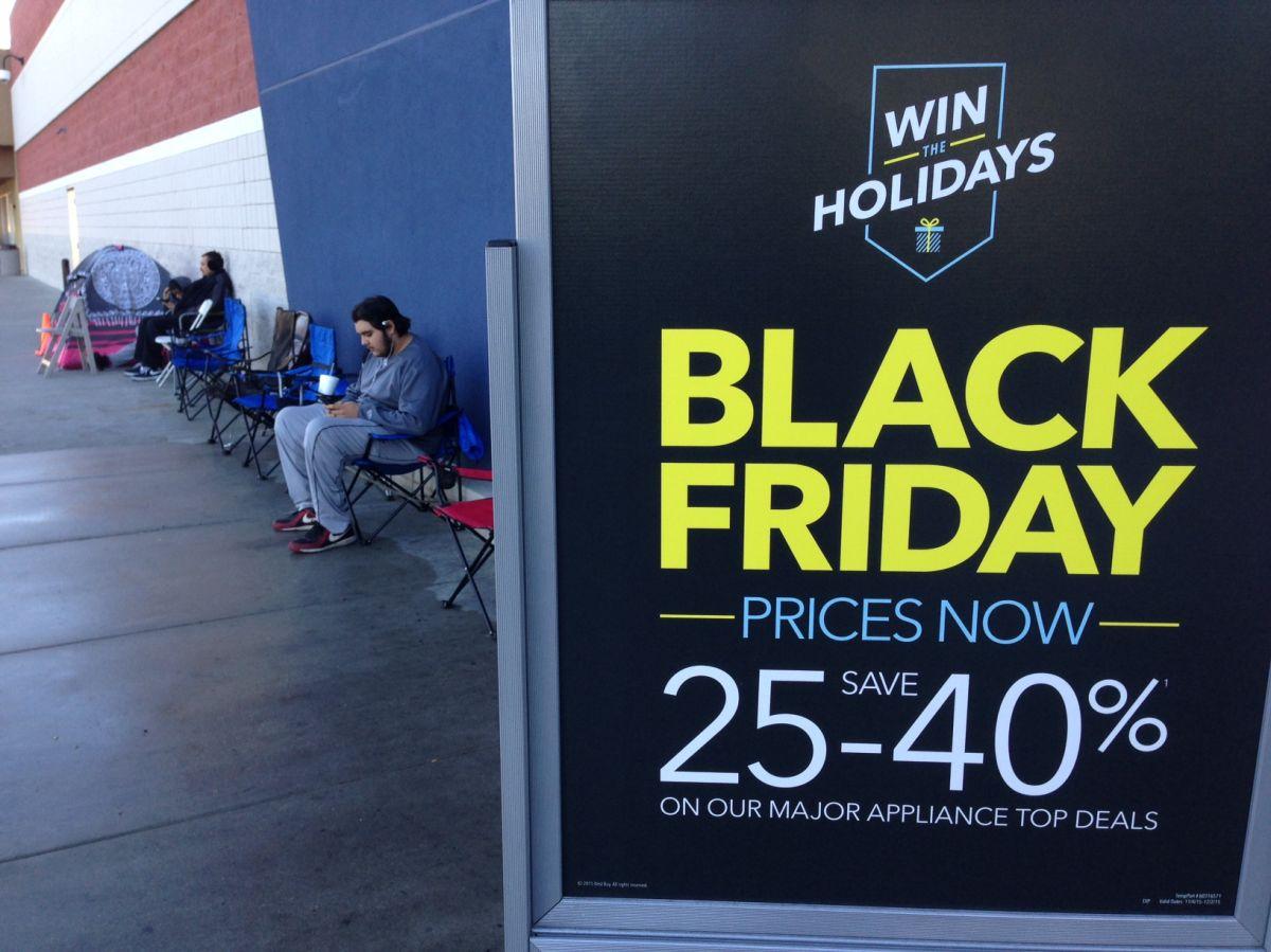 Este año hay pocos compradores del 'Viernes Negro' a la espera de las ofertas.