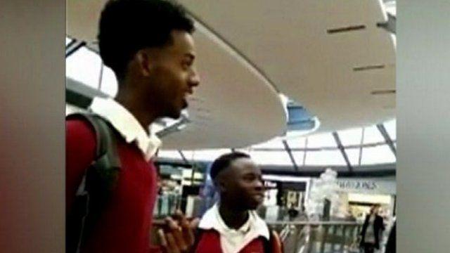 Seis estudiantes negros sufren incidente racista en una tienda de Apple (VIDEO)