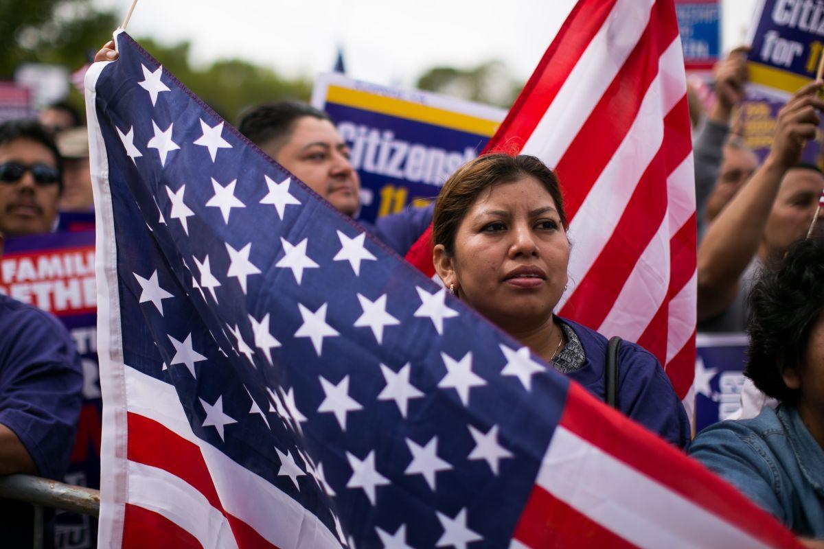 Piden que Carolina del Norte se retire de demanda contra alivio migratorio