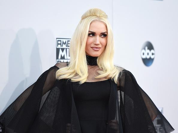 Gwen Stefani usualmente destaca por su único pero halagador estilo pero esta noche fue la excepción con este raro traje.