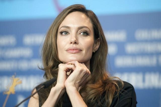 Angelina Jolie vuelve a sorprender con su delgada figura (foto)