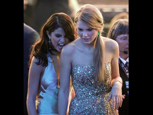 Taylor siempre está ahí para apoyar a Selena cuando lo necesita.