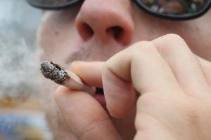 Campaña de educación: uno de cada seis adolescentes de Los Ángeles consume marihuana con frecuencia
