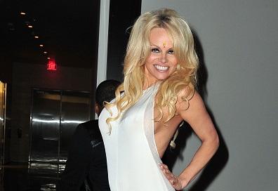 Pamela Anderson agradece haberse curado con sexy fotografía